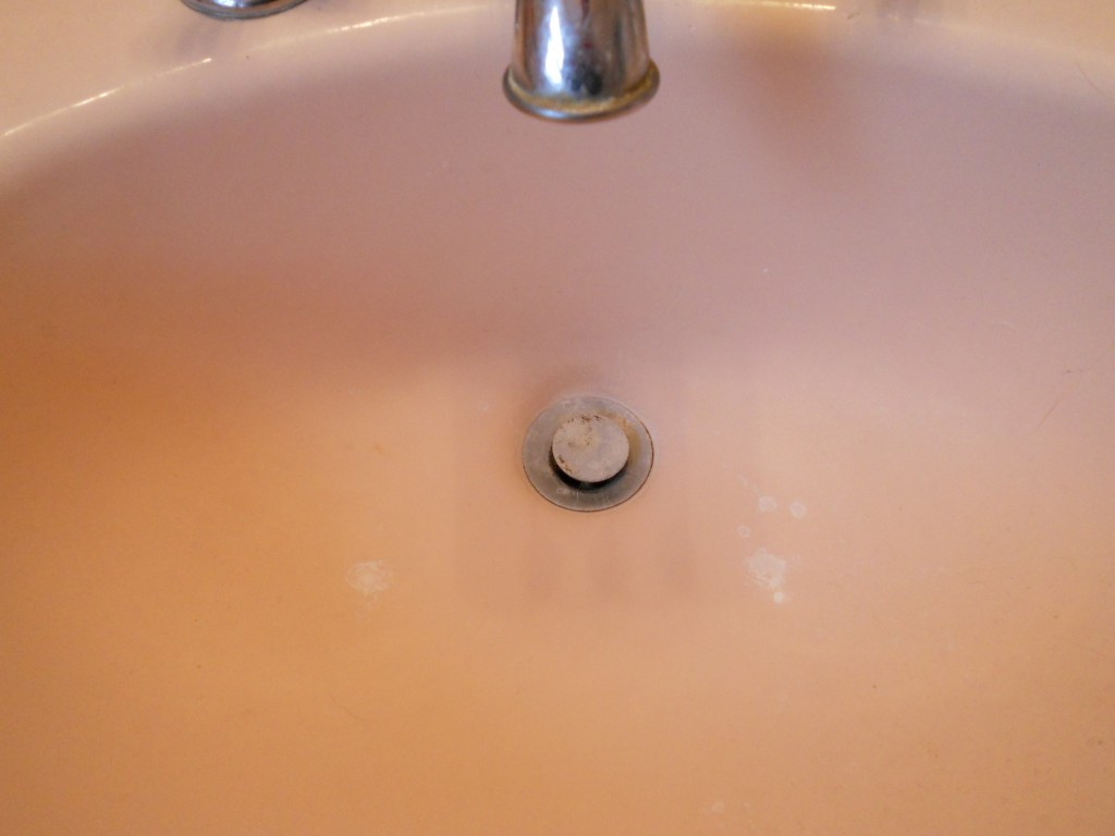 Is your sink sluggish...check this great fix out!  mylifeasrobinswife.com
