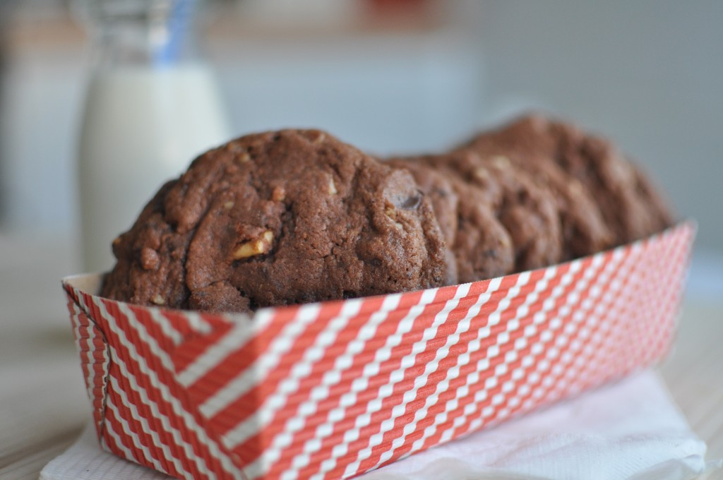 Triple Chocolate Marshmallow and Pecan Cookies by MyLifeasRobinsWife.com